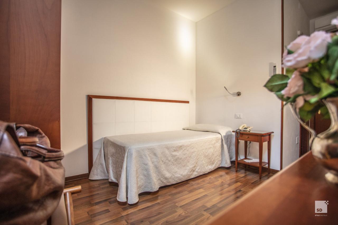 Hotel 3 stelle bologna for 3 stelle arreda beinasco
